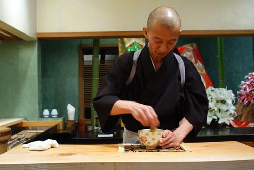 Hiro-san Mixing Matcha