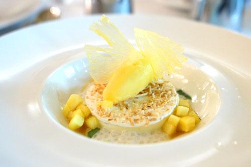 Coconut Custard 'Macaroon'