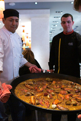 Presenting Paella