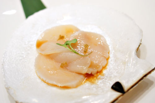 Live Scallop Sashimi