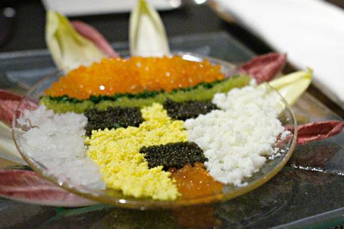 Mosaïque Kachina des Caviars Américains, servie avec des Oeufs Hachés