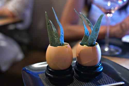 Huevos Rancheros #1 au Chèvre, Jalapeños Poívron Doux, et Flèches de Maïs Bleu