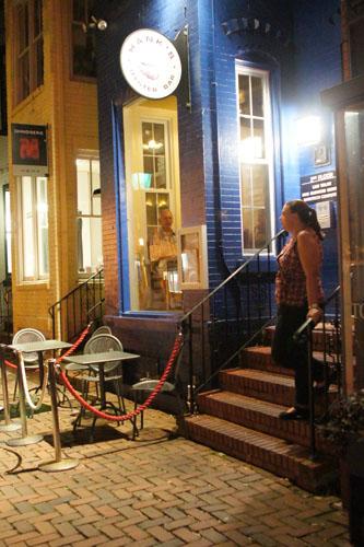 Hank's Oyster Bar Exterior