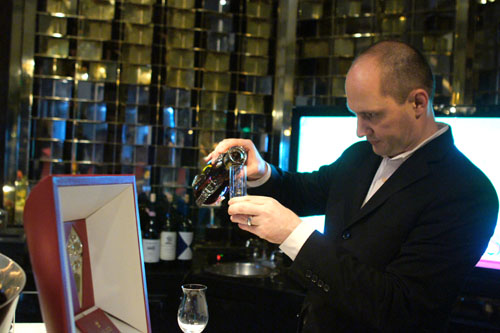 Pouring Louis XIII