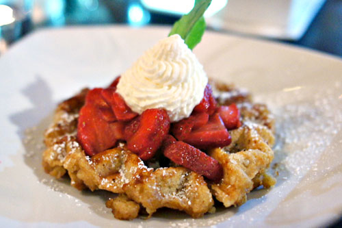 Liège Waffle with strawberries and whip cream