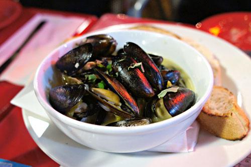 Berliner Weisse Steamed Mussels