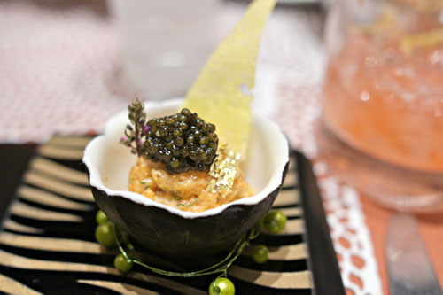 Le Caviar, tartare de saumon aux jeunes pousses de shiso (salmon tartar with shiso sprouts)
