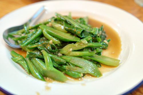 Pad pak kanaa, Chinese broccoli sautéed w/ garlic & chile