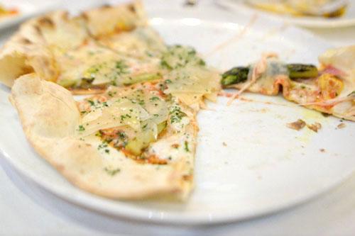 Pizza con Asparagi e Uova di Quaglia