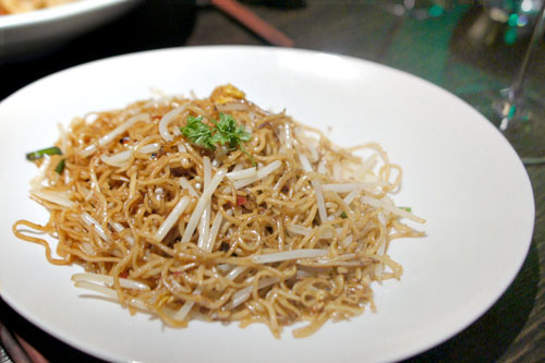 Hakka noodle with mushrooms and Chinese chive