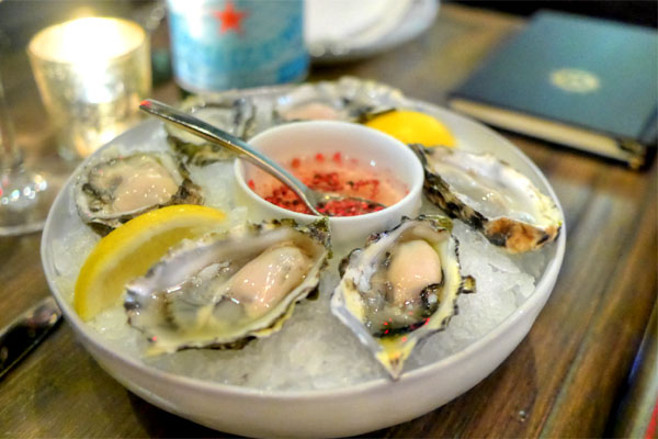 DAILY SELECTION OF ½ DZ OYSTERS