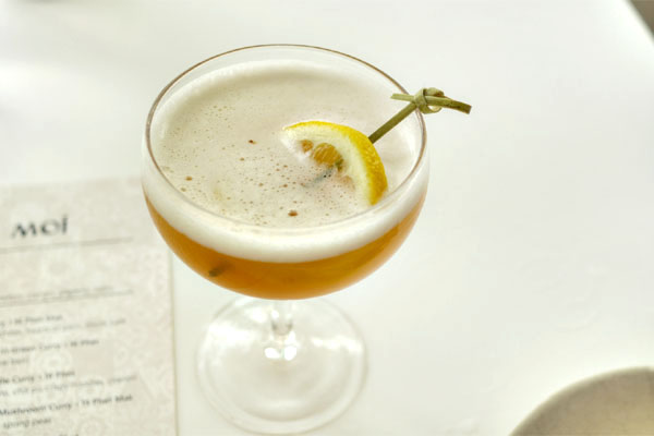 Bizzy Izzy - Rye, Oloroso Sherry, Lemon & Pineapple