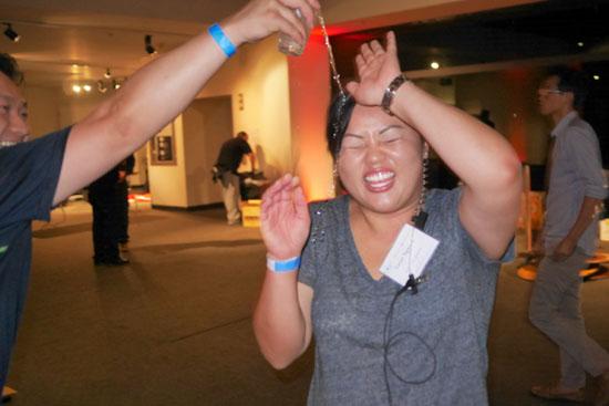 Danny Li splashes Tuyet Nguyen