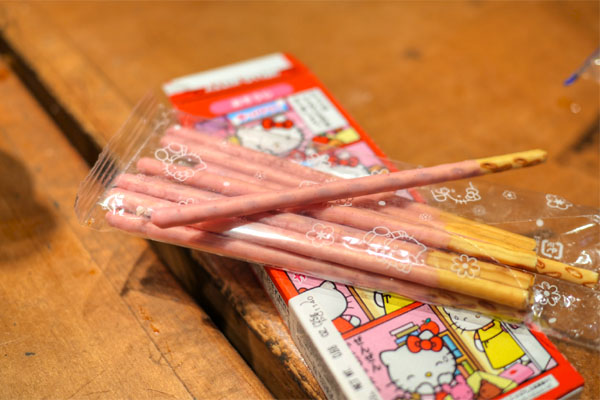 Kabaya Hello Kitty 40th Anniversary Strawberry Biscuit Sticks