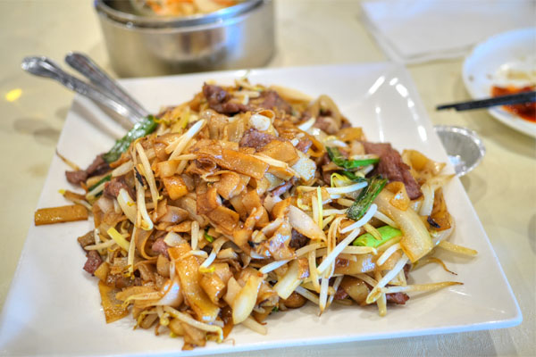 Fried Chow Fun with Beef