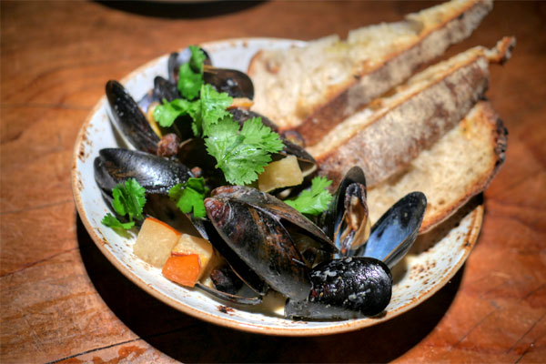 Mussels, green curry, green chorizo, cilantro, grilled country bread