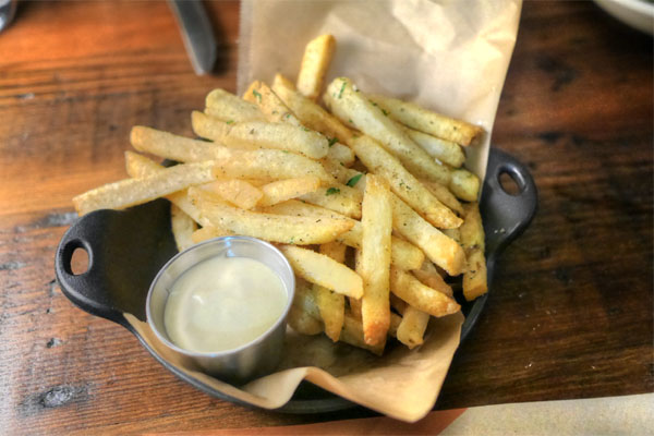 Kennebec fries, za'atar, yogurt aioli