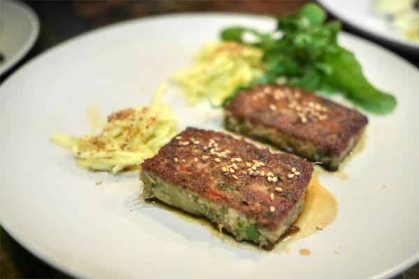 Pied de Porc grillé, remoulade de celery aux sesame