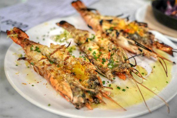 charred whole prawns