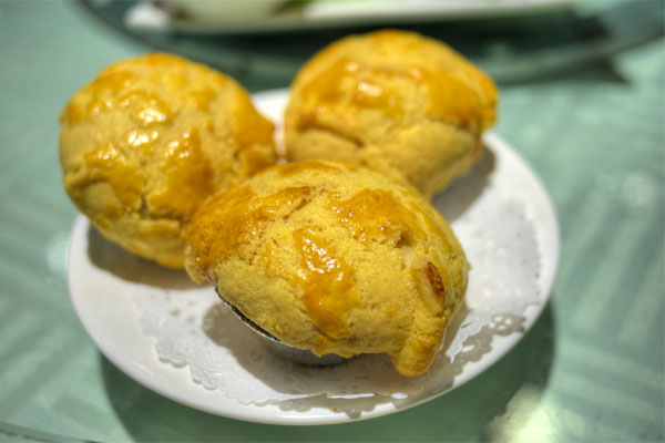 King Hua Baked Chicken Salad Bun