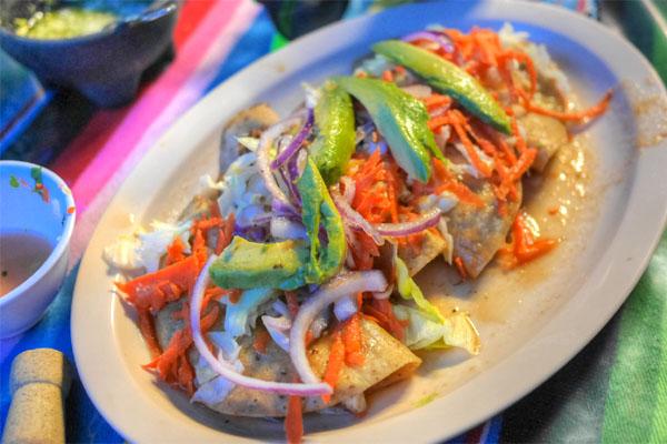 Tacos Dorados de Pescado