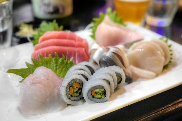 Moriawase sashimi