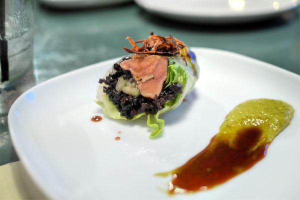 Foie Gras Poëlé _ riz noir et rouleu de laitue, echalotte brulé sauce de canard lacqué