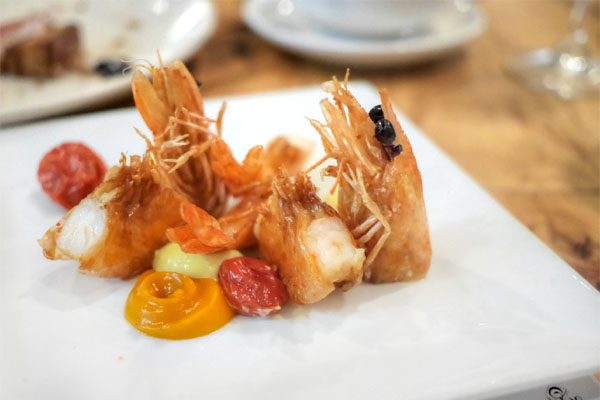 crispy prawns, garlic cream, roasted tomato