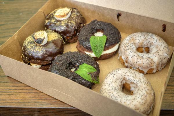 Donut Friend S'Morrissey / Mint Town / Poppygandhi