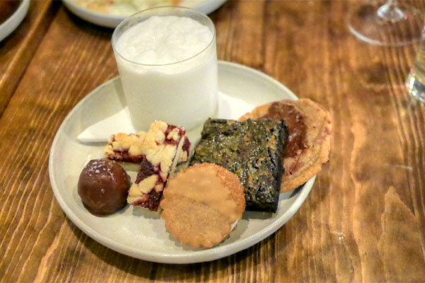 cookie plate, vanilla ice milk