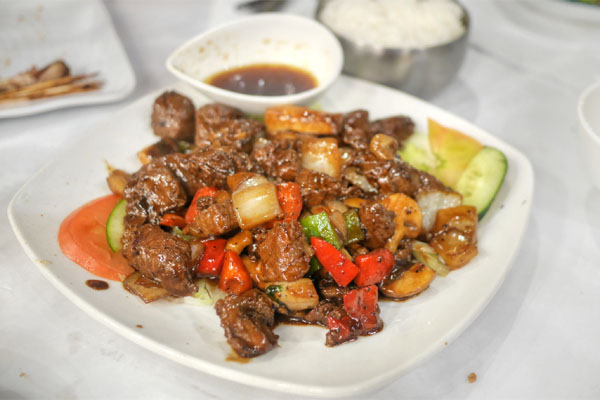 Bo Luc Lac - Shaking Filet Mignon w/ Whole Garlic