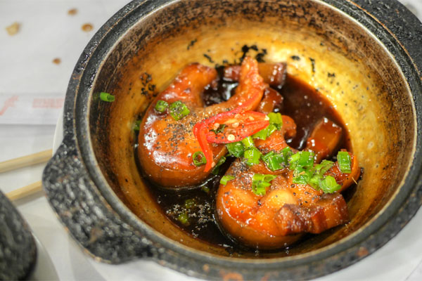 Com Chay Ca Kho To - Caramelized Catfish in Clay Pot