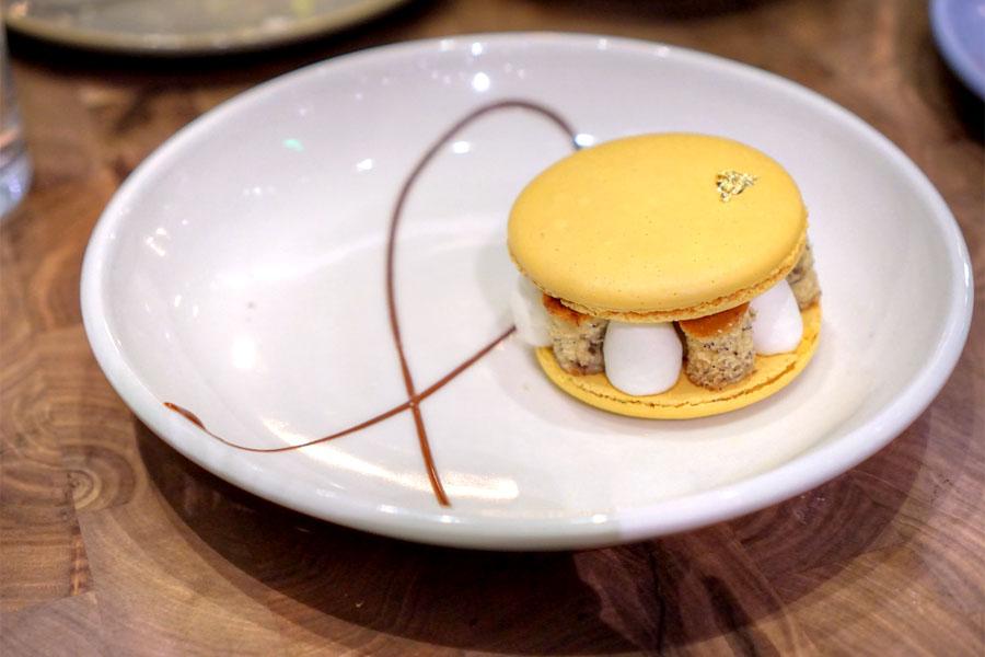 Banana Cream Grand Macaron