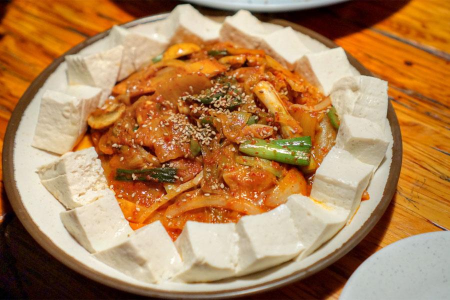 Steamed tofu & kimchi