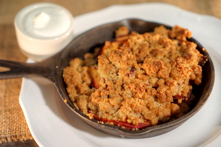 peach crumble with vanilla ice cream