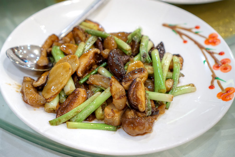 Stir-fried Sea Cucumber with Green Onion, Ginger and Abalone Sauce