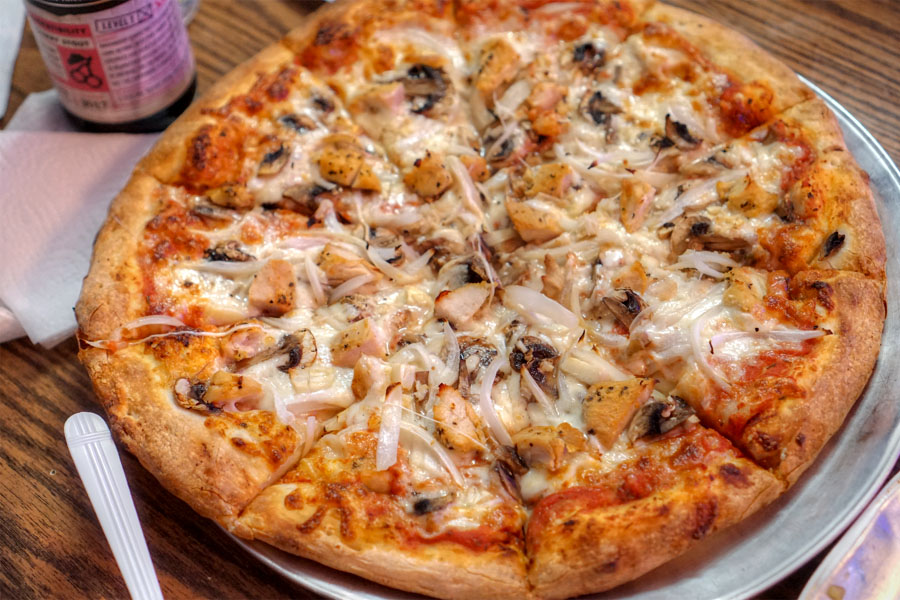 Garlic Chicken Deluxe Pizza (Medium)