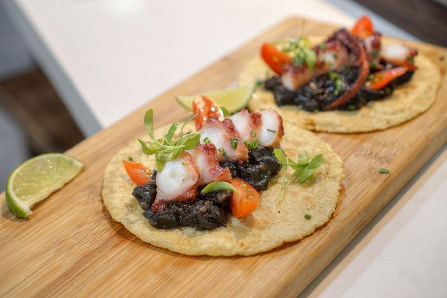 Tacos de Pulpo en su Tinta