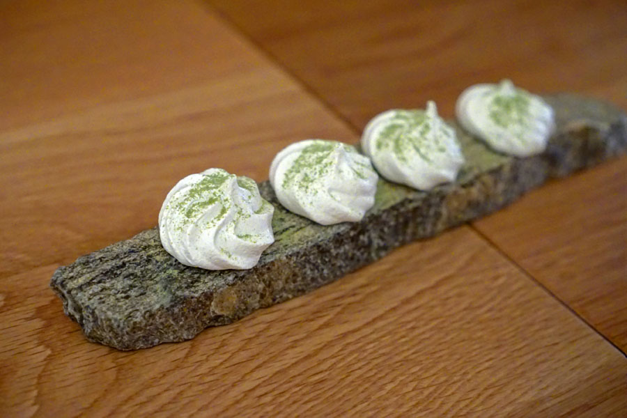 Meringues with Matcha