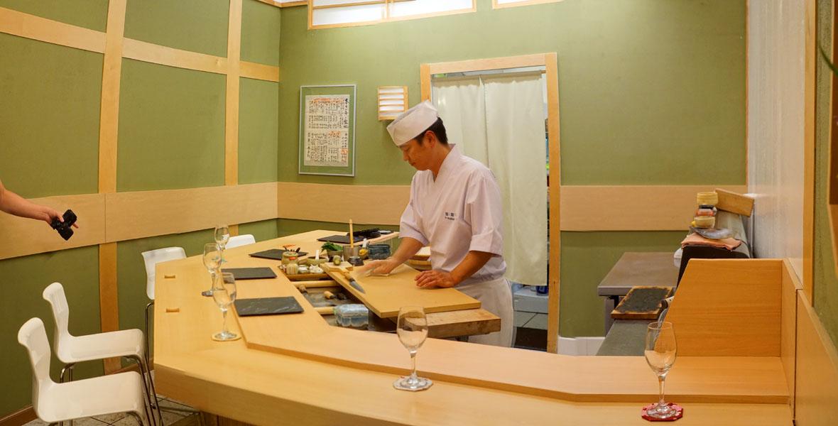Sushi I-Naba Interior