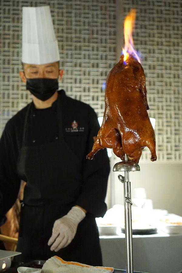 Chang'an Roasted Duck: Flambé