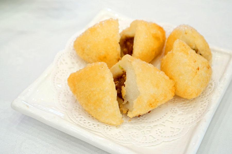 珍珠咸水角 / Deep Fried Mochi Dumpling with Pork