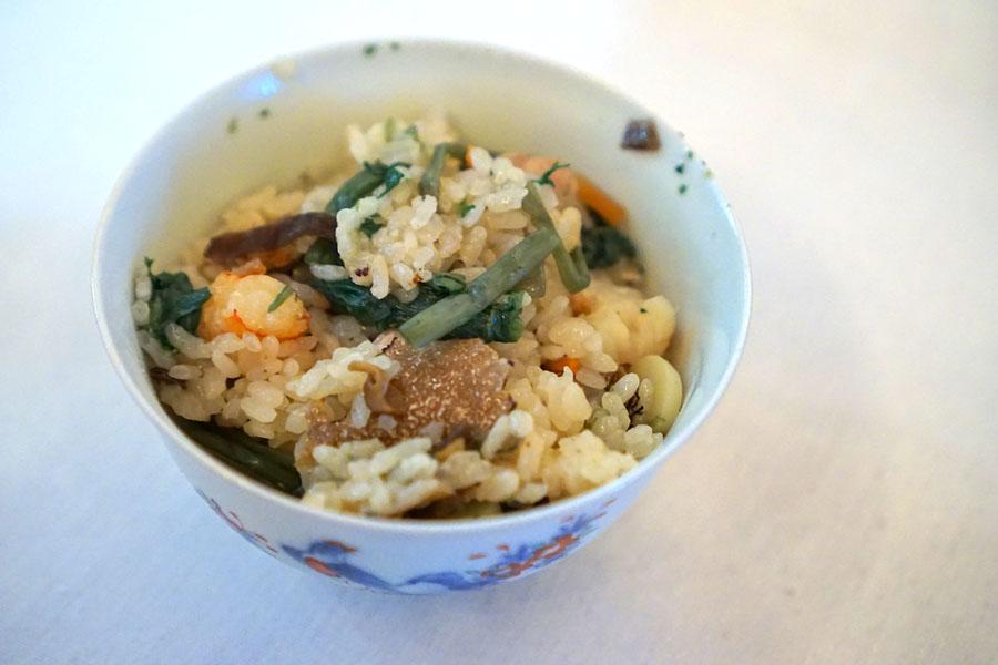 Kamameshi (Japanese seasoned rice in a small pot) with Truffles