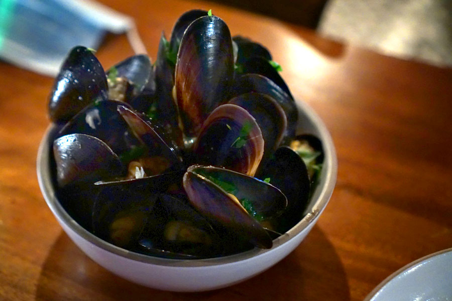 Mediterranean Black Mussels à la Marinieres